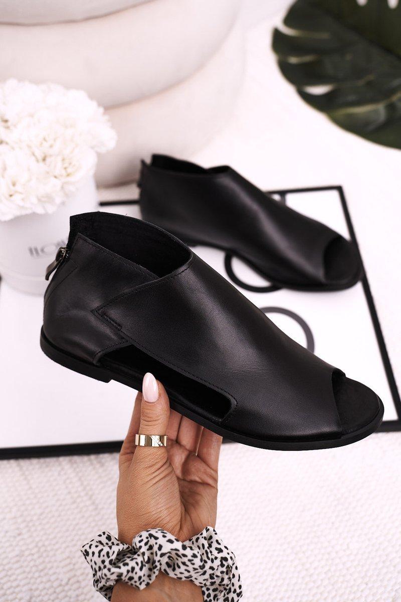 Dámske čierne sandále na plochom podpätku - 37