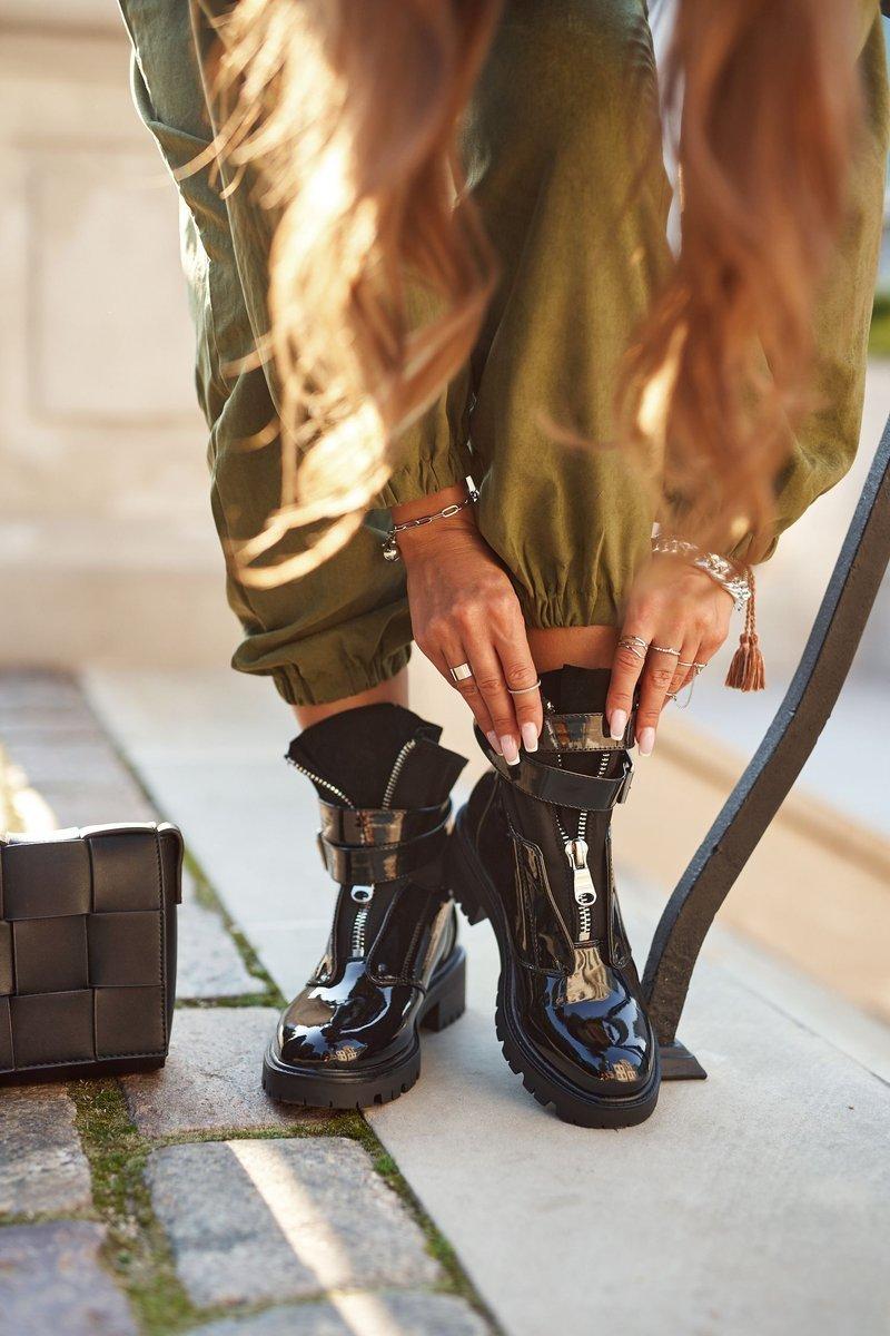 Dámske čierne lakované topánky s prackou - 40