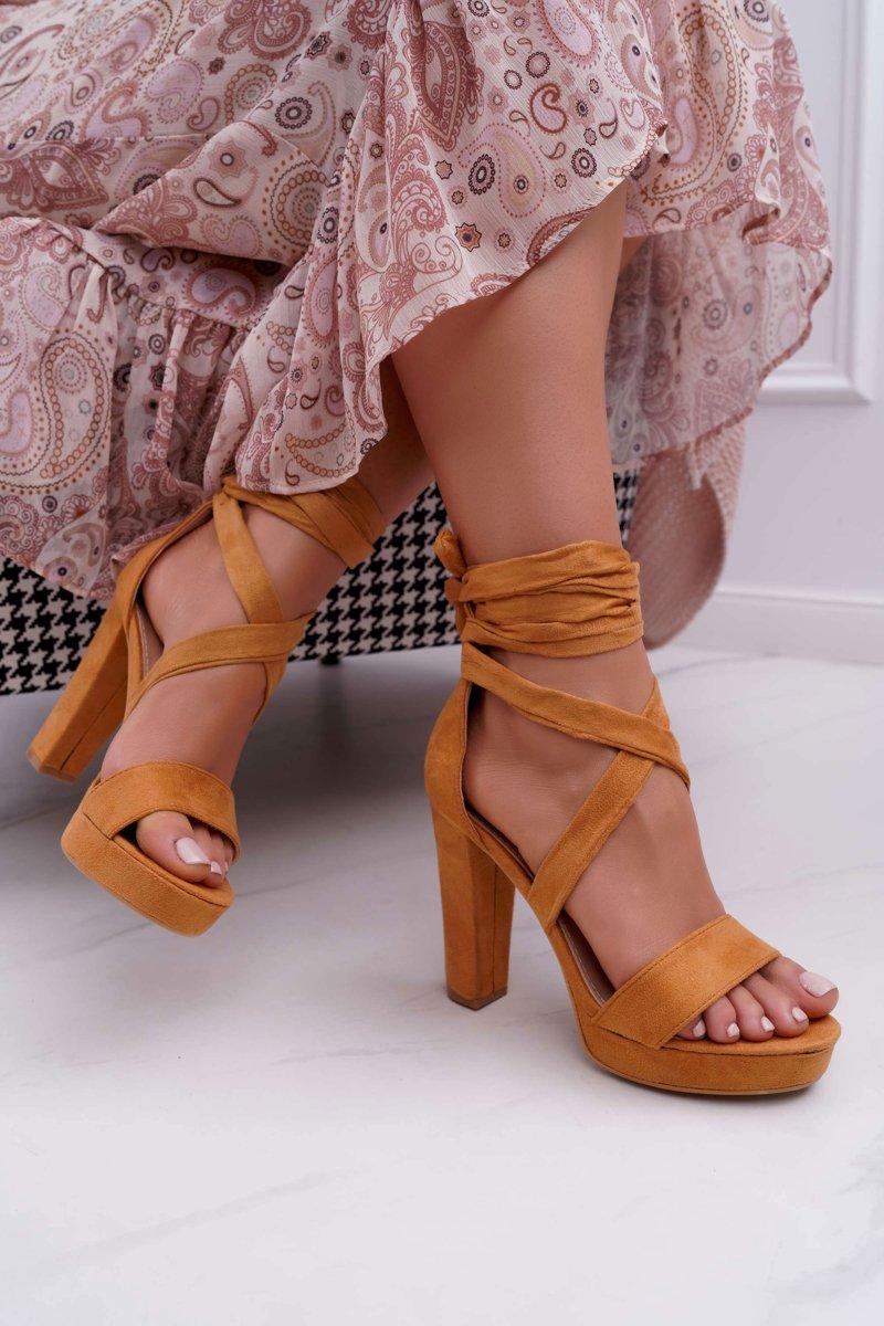Dámske semišové sandále v hnedo-béžovej farbe s viazaním okolo členku - 36