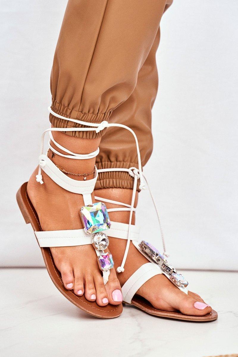 Sandále v bielej farbe s viazaním - 38