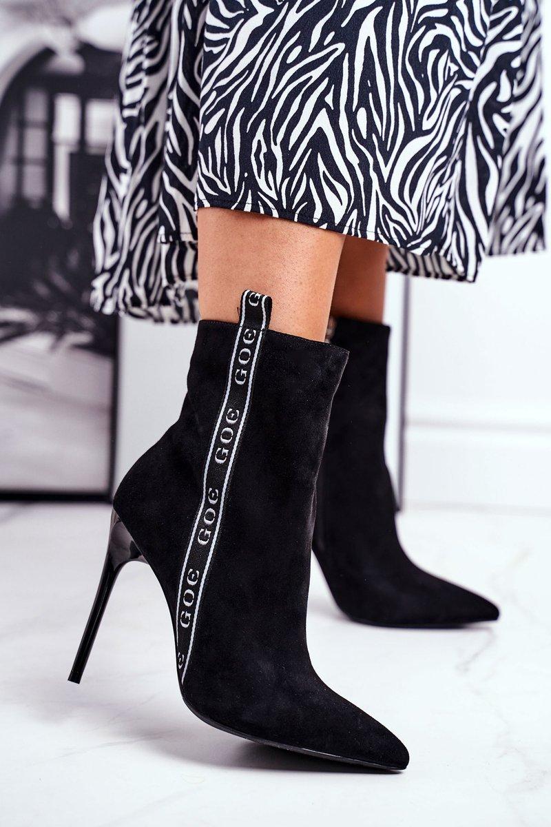 Čierne semišové topánky na vysokom podpätku - 36
