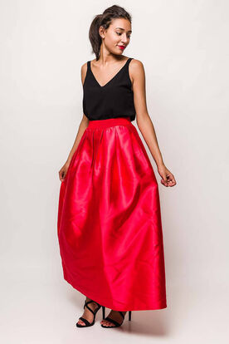 Dlhá elegantná sukňa červenej farby