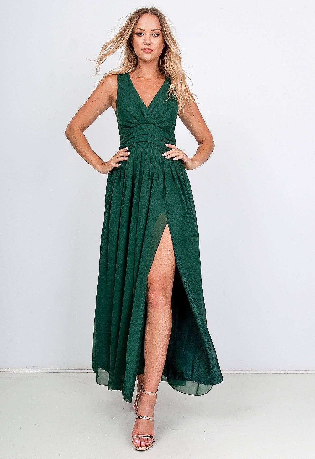 Dlhé zelené spoločenské šaty na ramienka