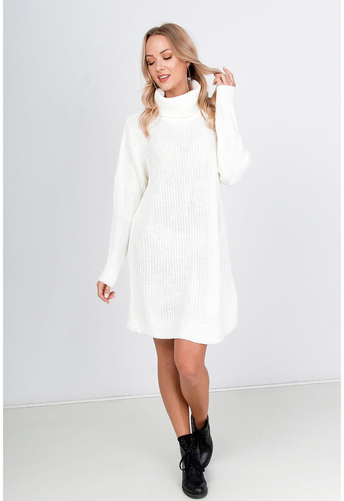 Dlhý biely sveter s rolákom
