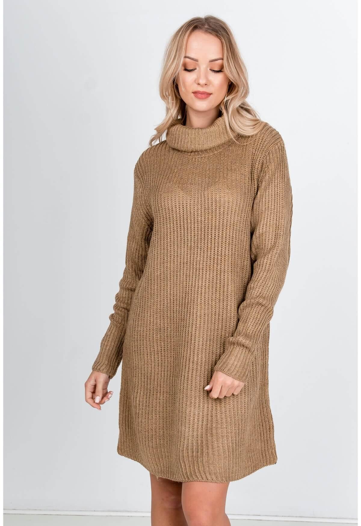 Dlhý hnedý sveter s rolákom