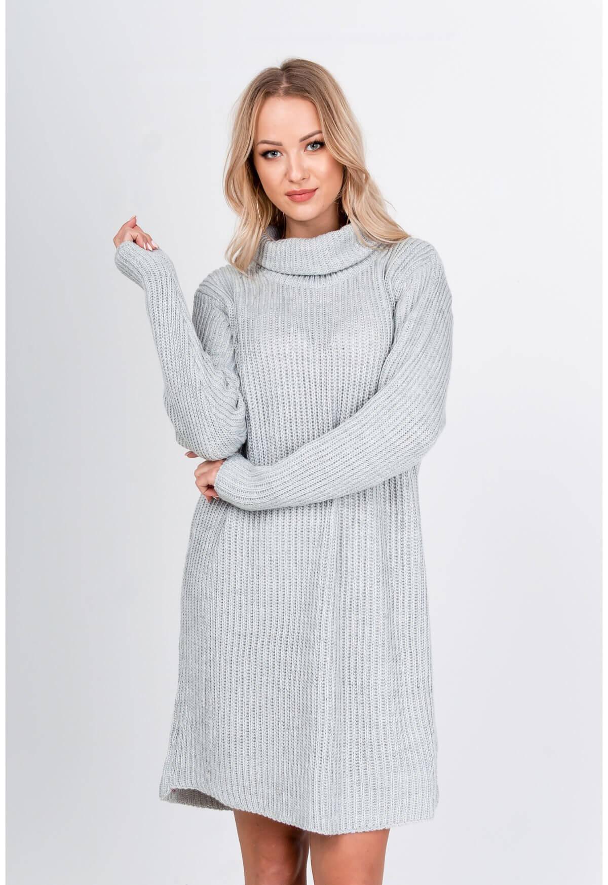 Dlhý sivý sveter s rolákom