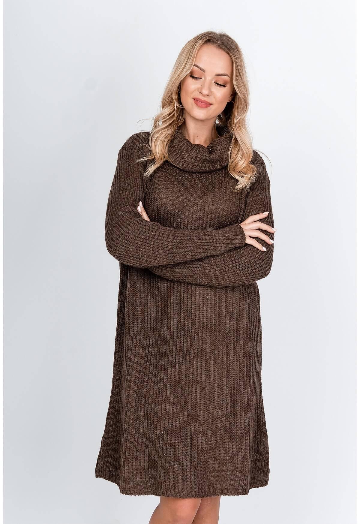 Dlhý tmavohnedý sveter s rolákom