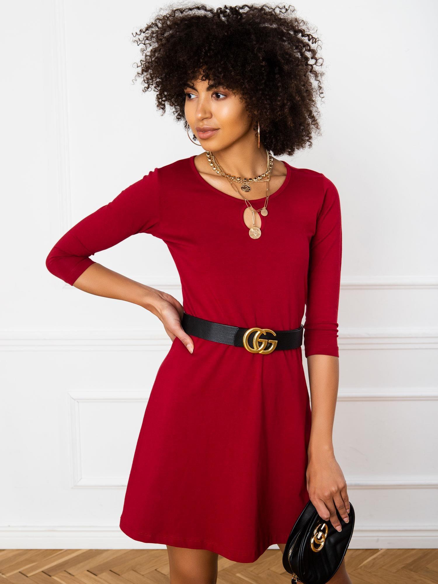Jednoduché krátke purpurové šaty - M