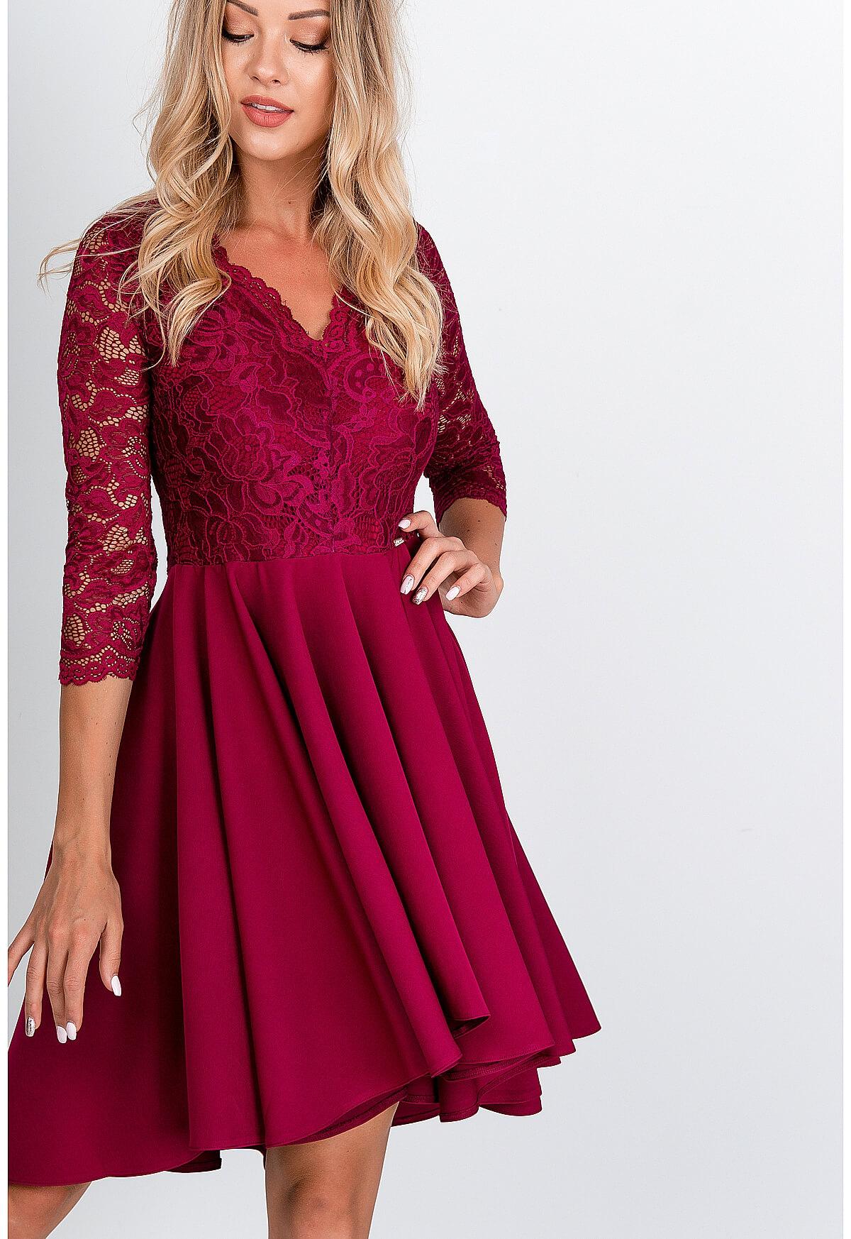 Elegantné krátke bordové šaty s čipkou - S