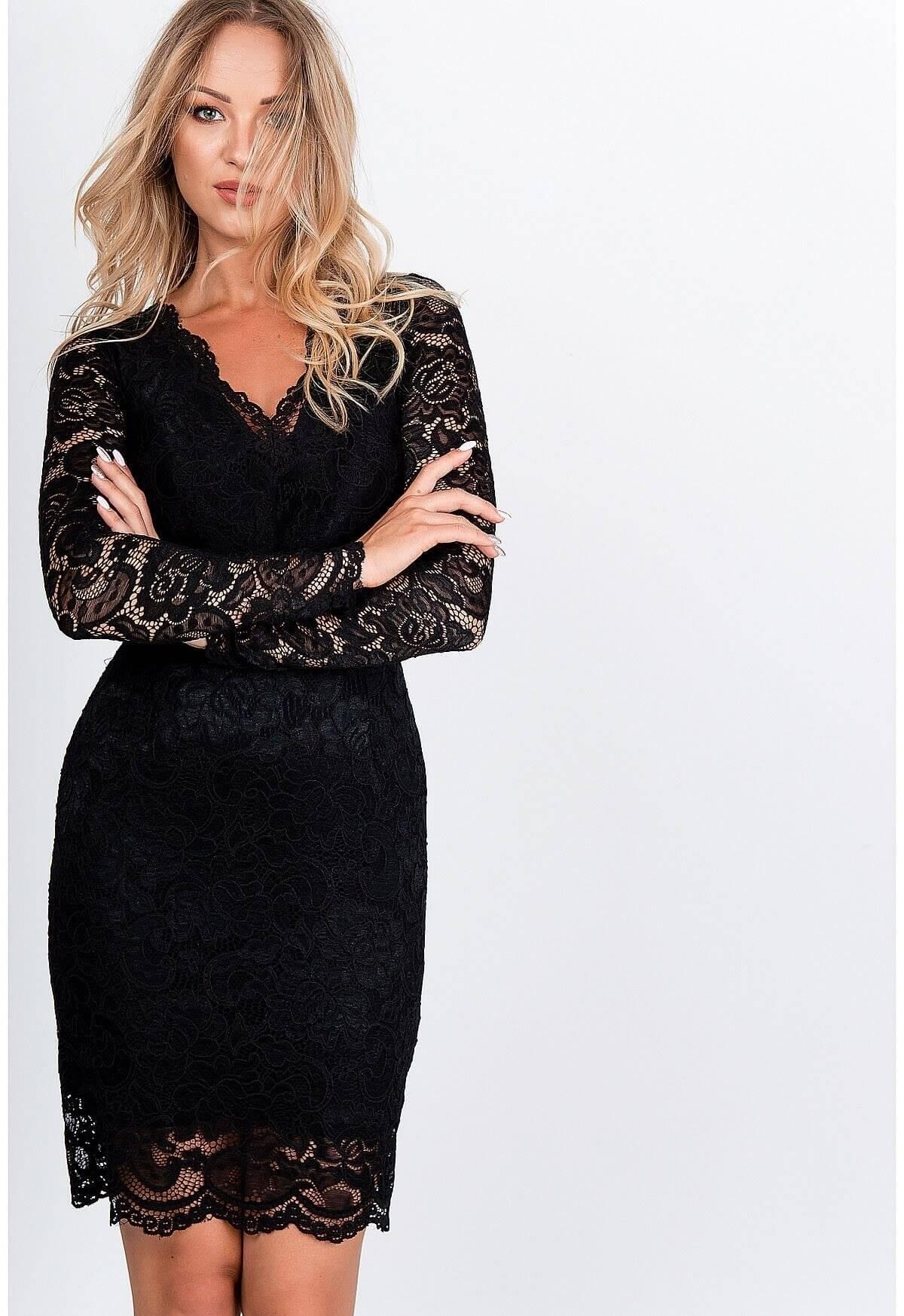 Elegantné krátke čipkované šaty čiernej farby