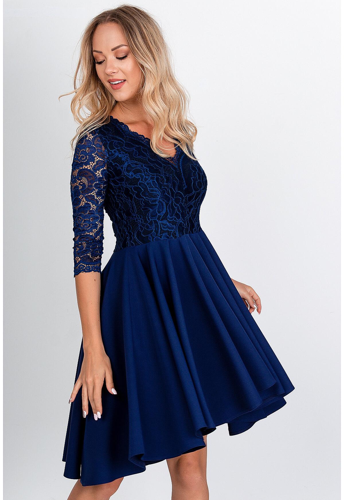 Elegantné krátke tmavomodré šaty s čipkou - S