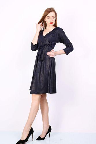 Elegantné tmavomodré šaty s metalickým vzorom