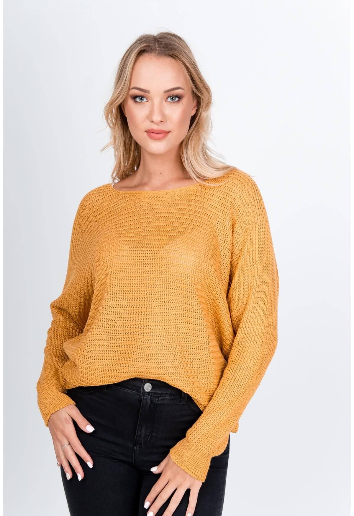 Horčicový oversize sveter s okrúhlym výstrihom