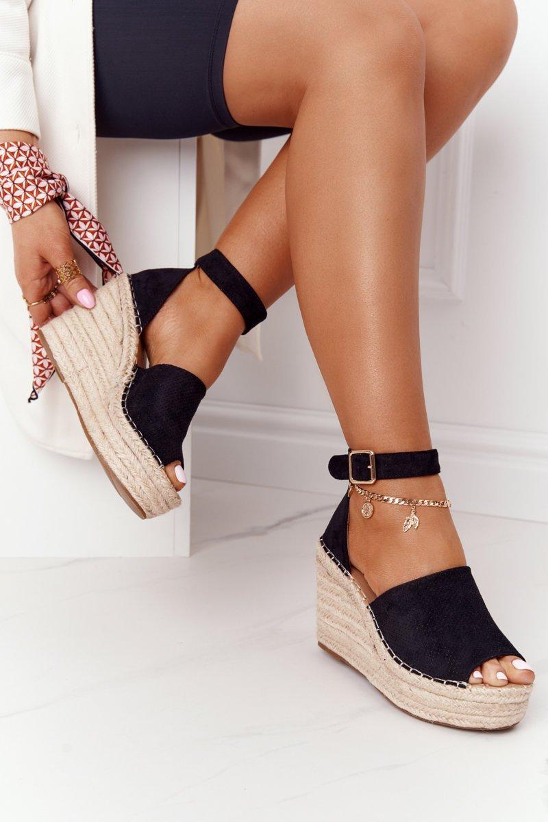 Čierne sandále na klinovom podpätku - 38