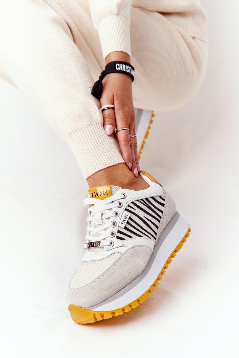Biele kožené tenisky na žltej podrážke - 40