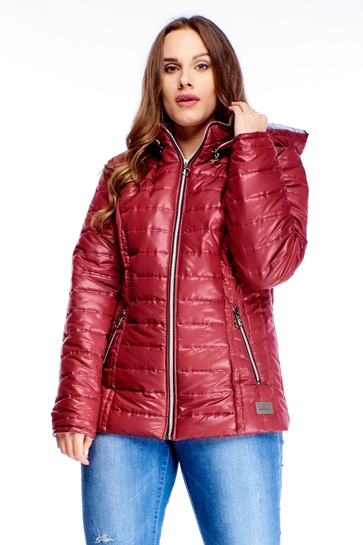 Krátka dámska zimná bunda v červenej farbe na zips