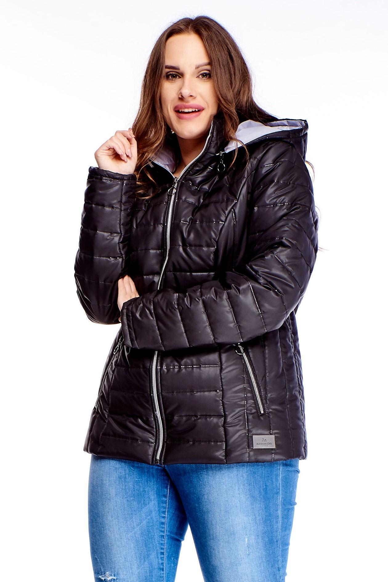 Krátka dámska zimná bunda v čiernej farbe na zips