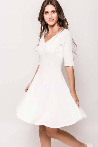 Krátke biele áčkové šaty s výstrihom do V