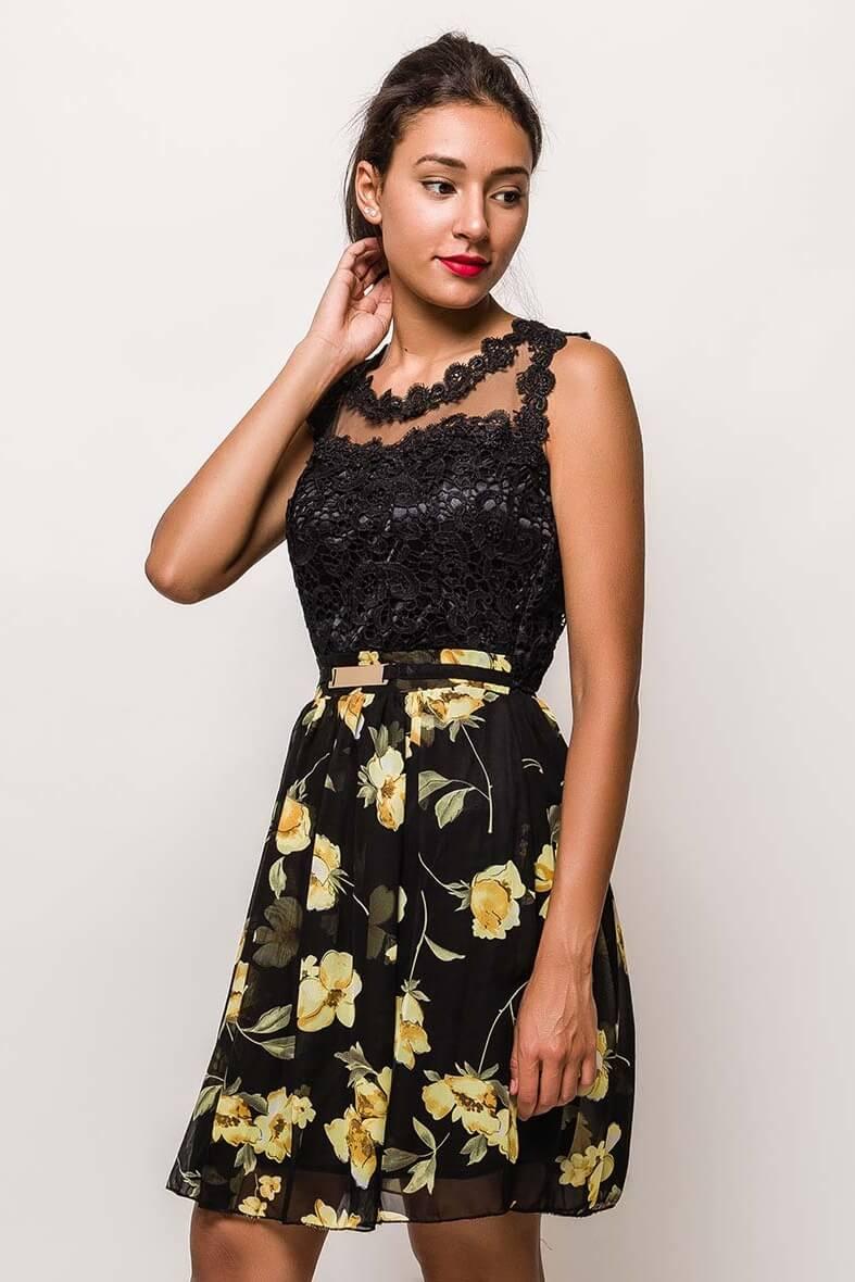 Krátke čipkované čierne šaty s kvetovanou sukňou - L
