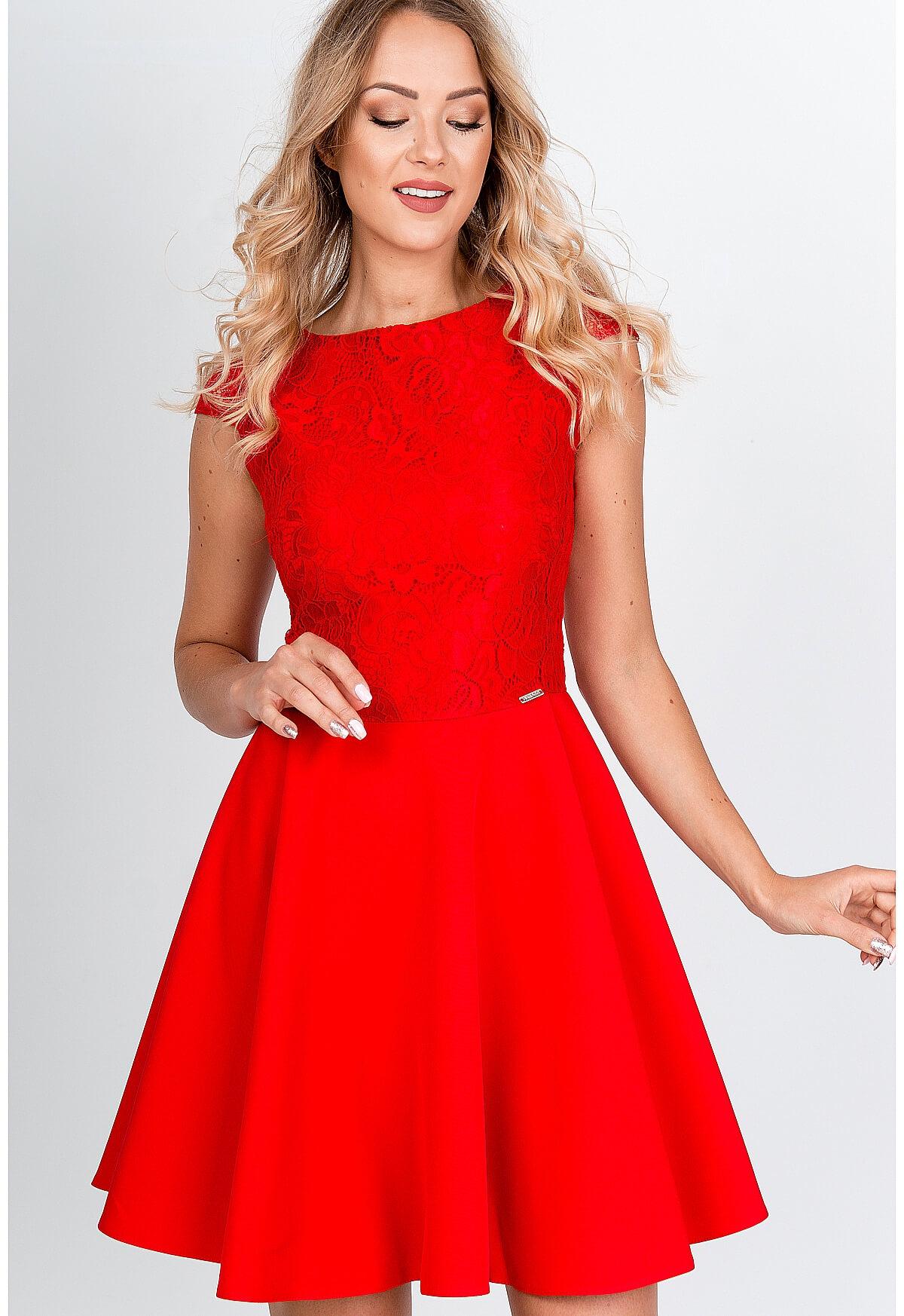 Krátke elegantné červené šaty s čipkovaným topom - L