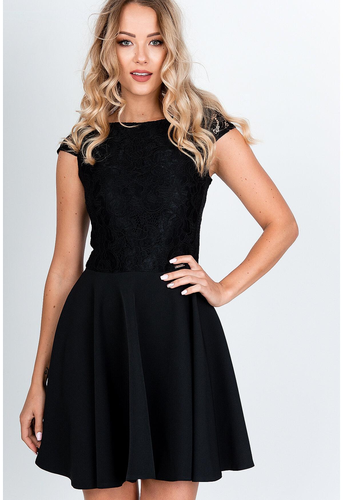 Krátke elegantné čierne šaty s čipkovaným topom - S