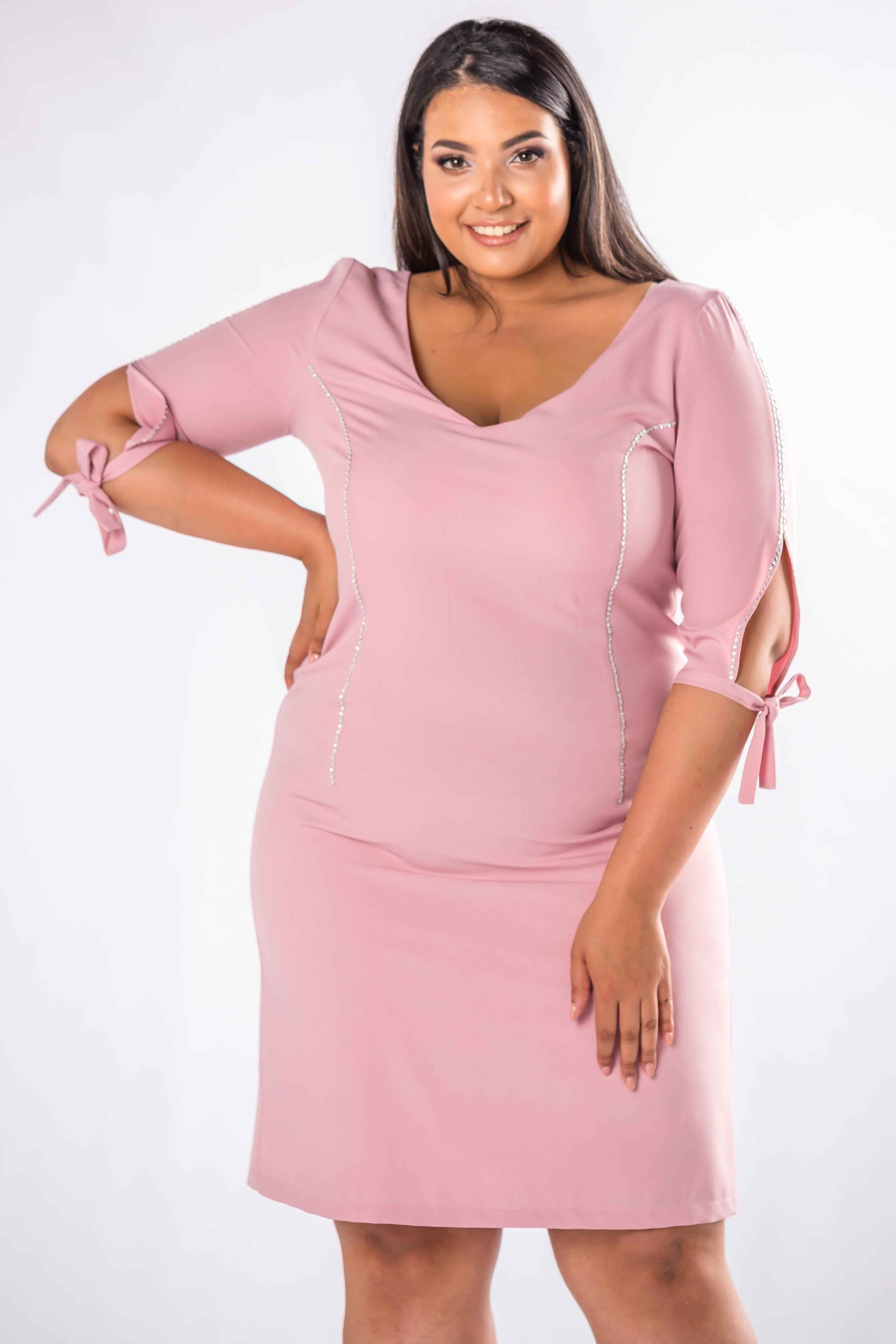 Krátke elegantné ružové šaty - 44