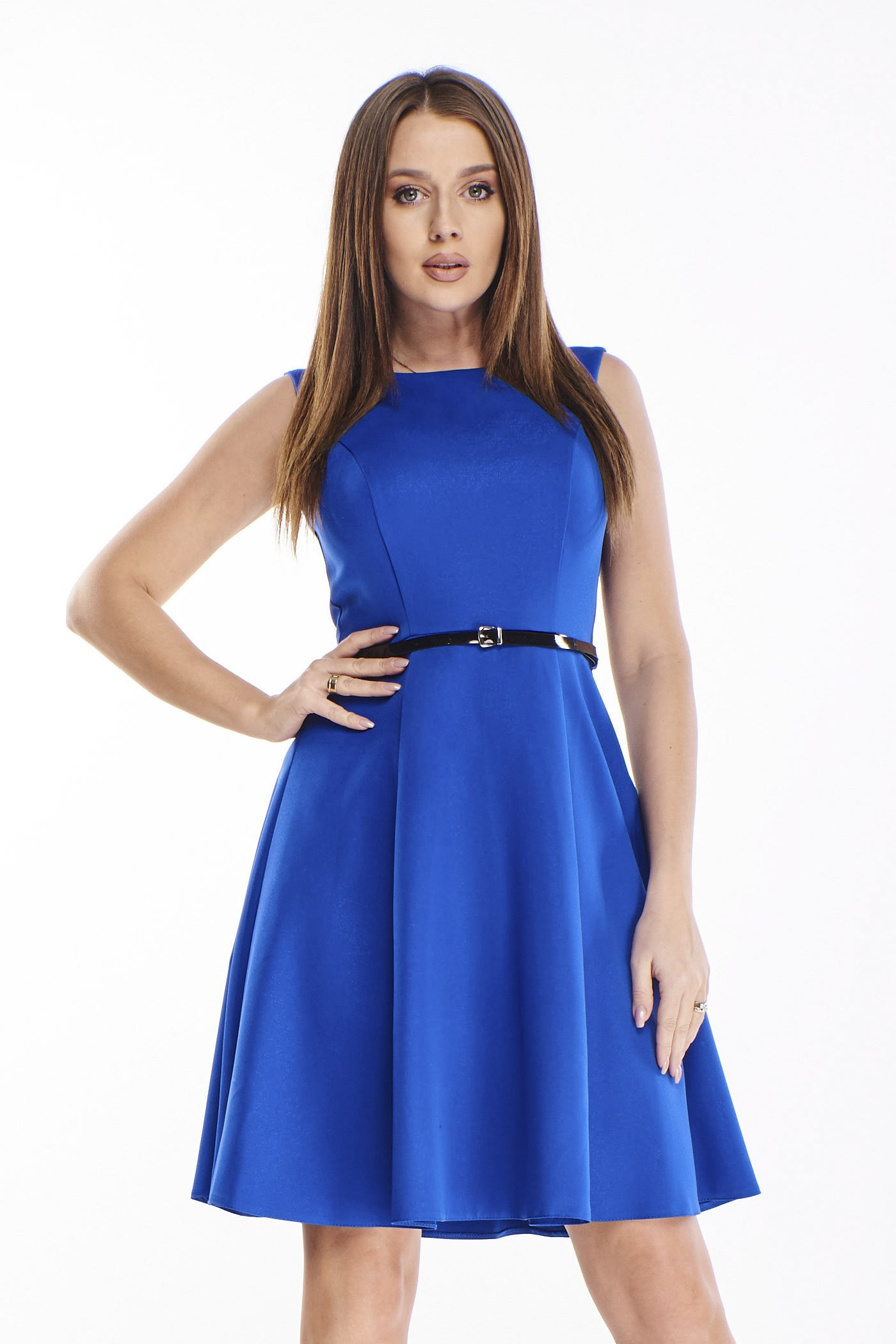 Krátke modré šaty s opaskom - 38
