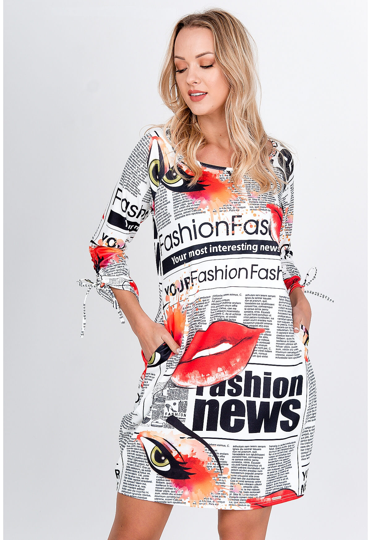 Krátke oversize šaty s farebnou potlačou - S