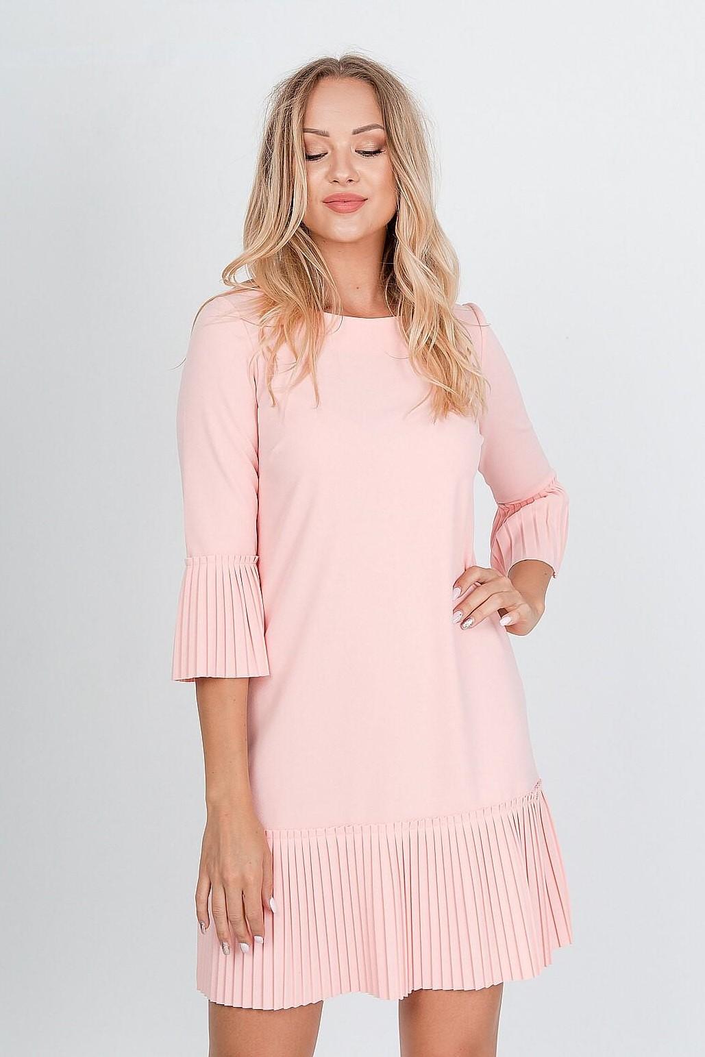 Krátke ružové šaty zdobené volánmi - M