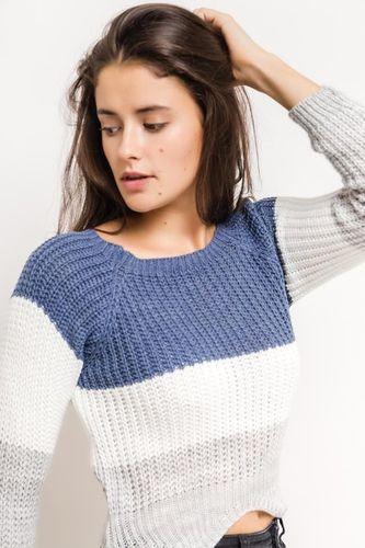 Krátky modrý dámsky sveter s trojštvrťovým rukávom
