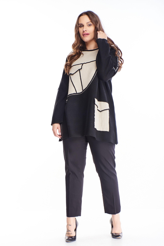 Čierny sveter s dekoratívnymi aplikáciami - M