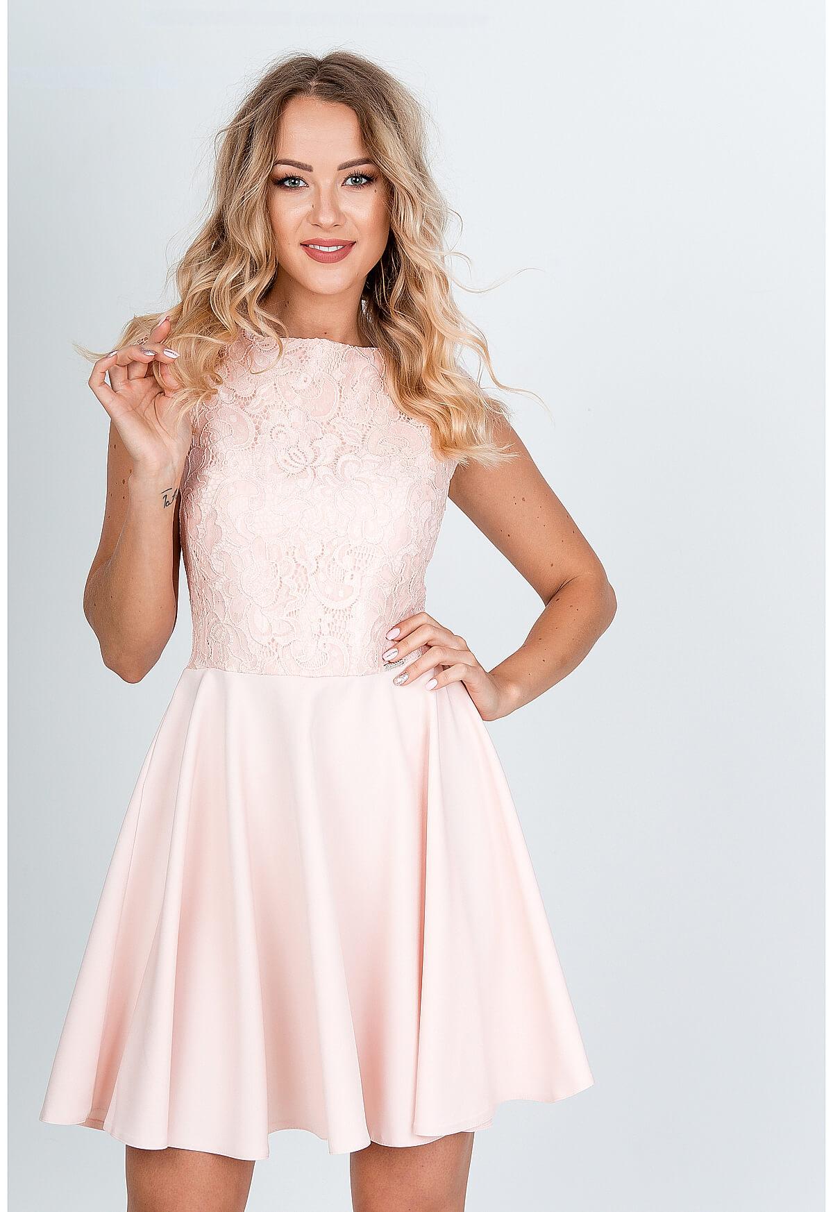 Krátke elegantné ružové šaty s čipkovaným topom - S