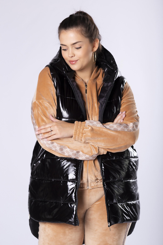 Čierna prešívaná asymetrická vesta s kapucňou - 36