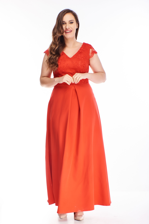 Plesové šaty s vyšívaným vrchnom červené - 48