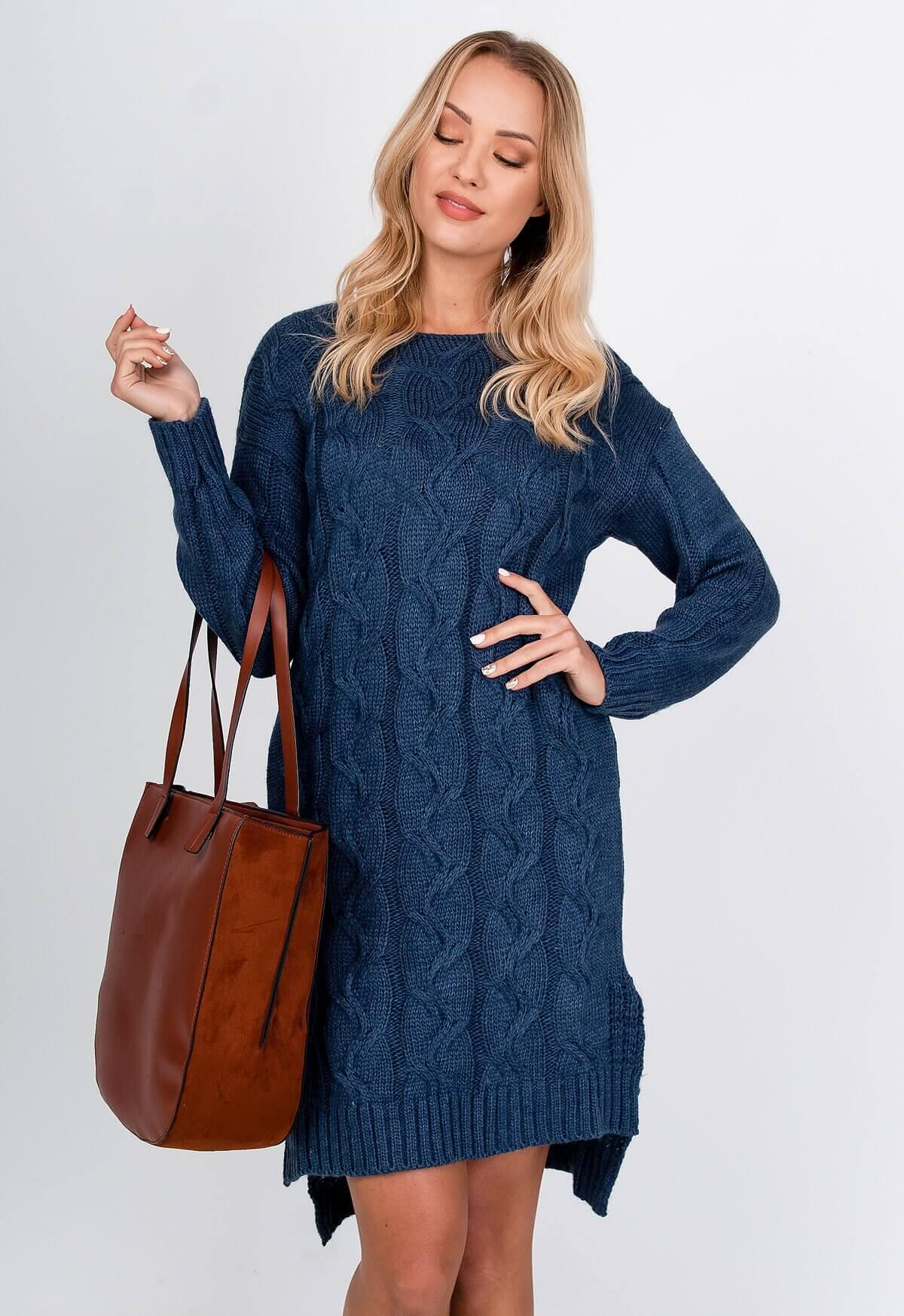 Modré asymetrické pletené šaty