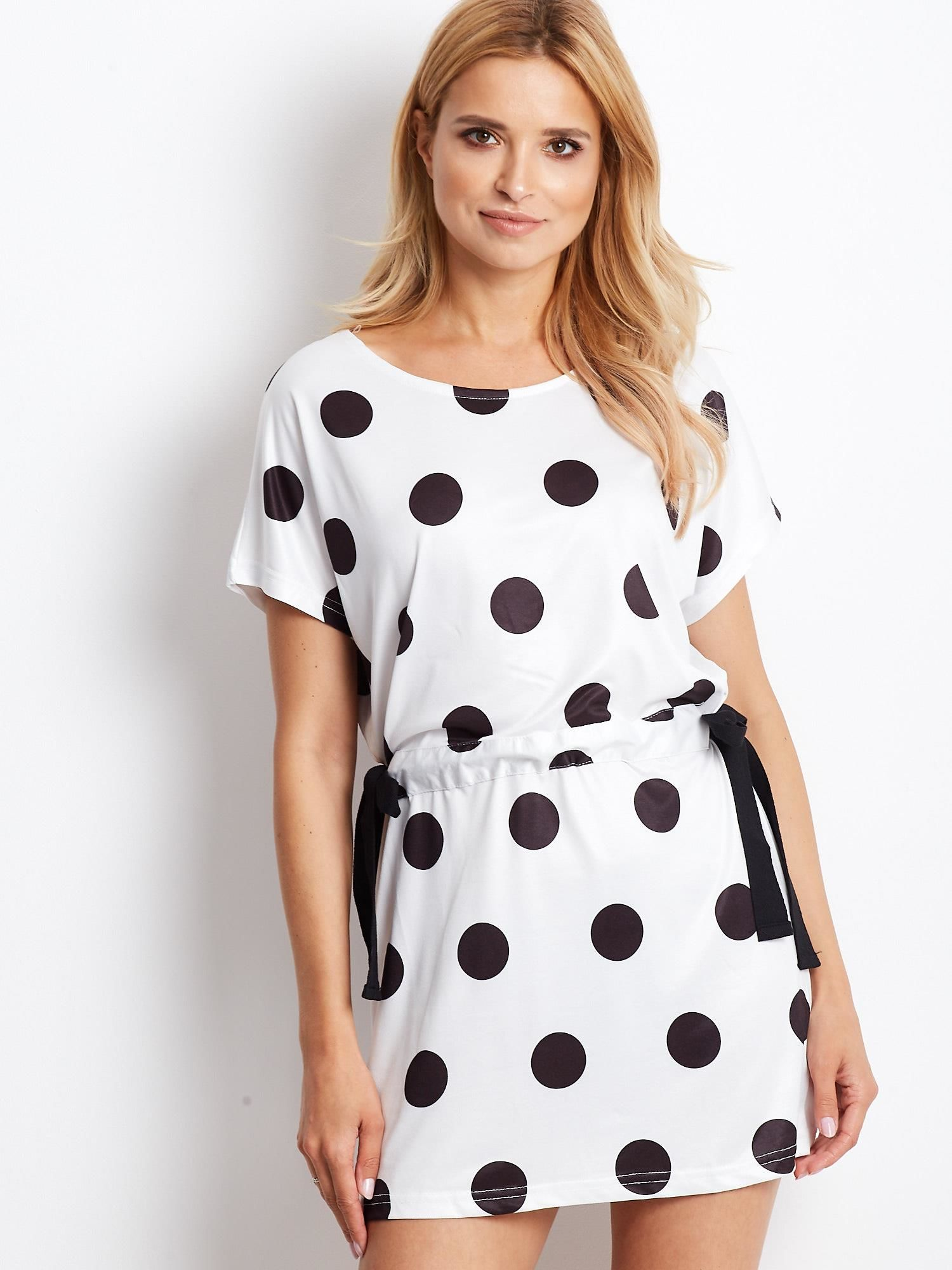 Čierno-biele bodkované šaty s zviazaním - L