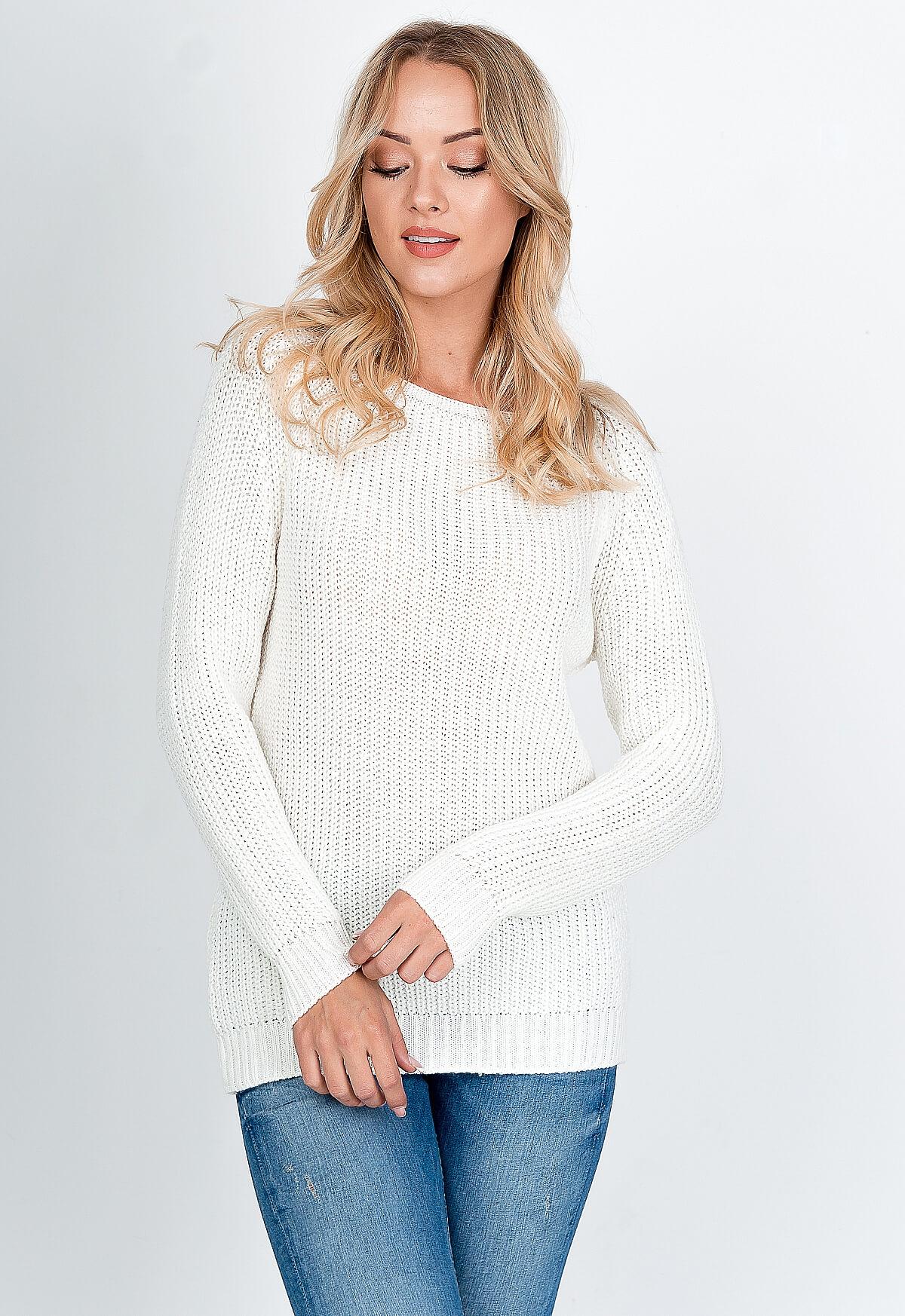 Dlhý pastelovo biely sveter