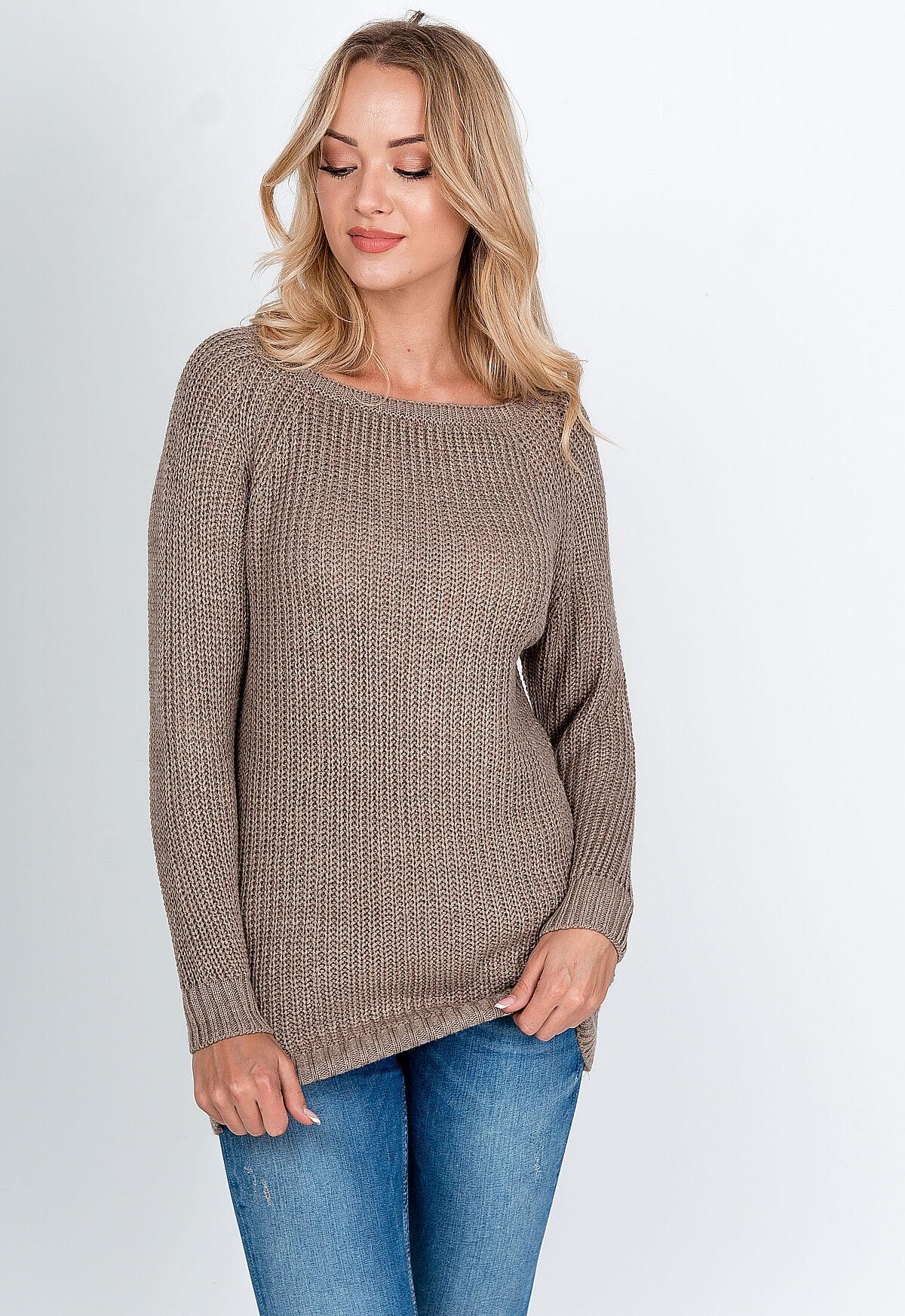 Dlhý pastelovo hnedý sveter