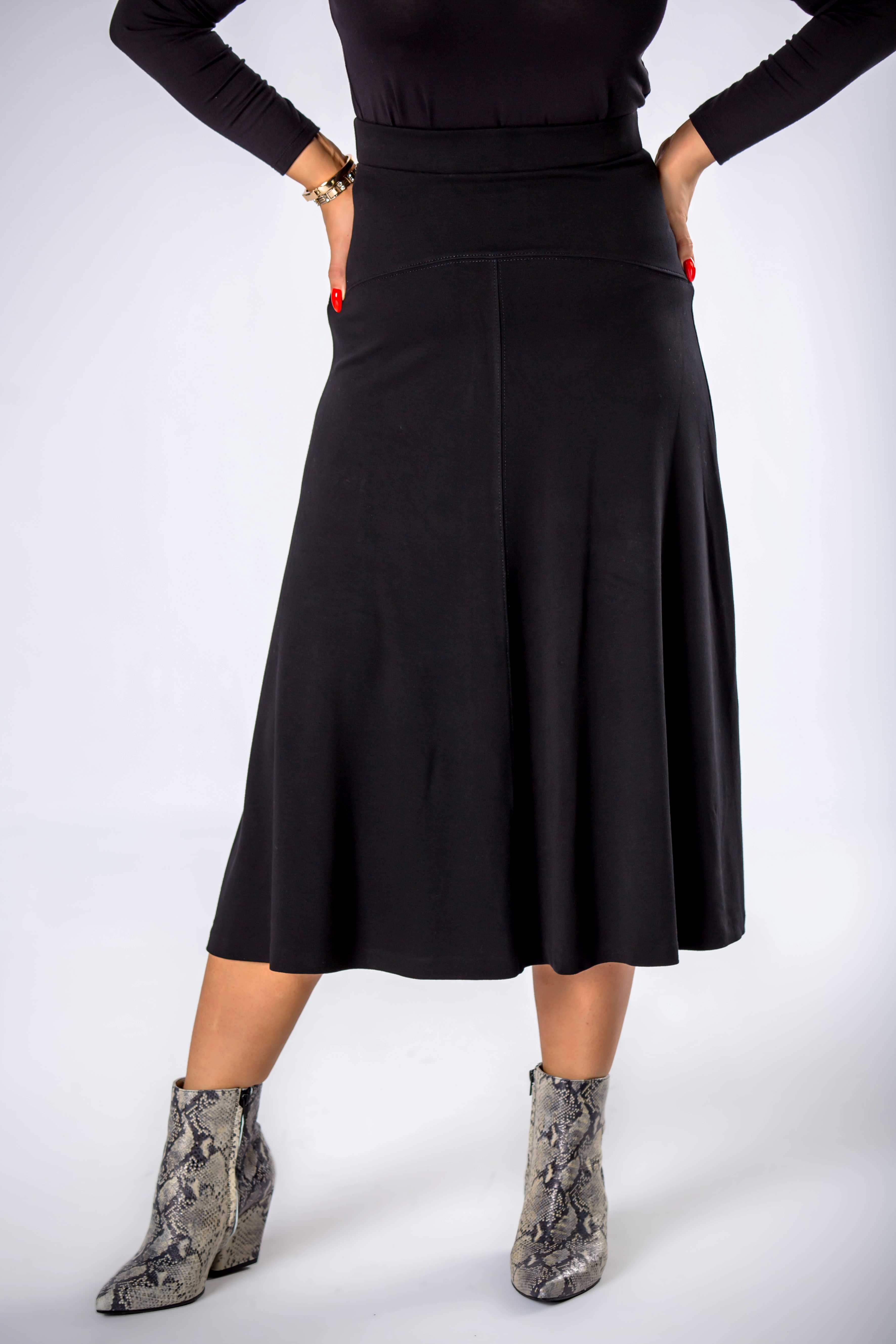 Elegantná dámska čierna sukňa - 38
