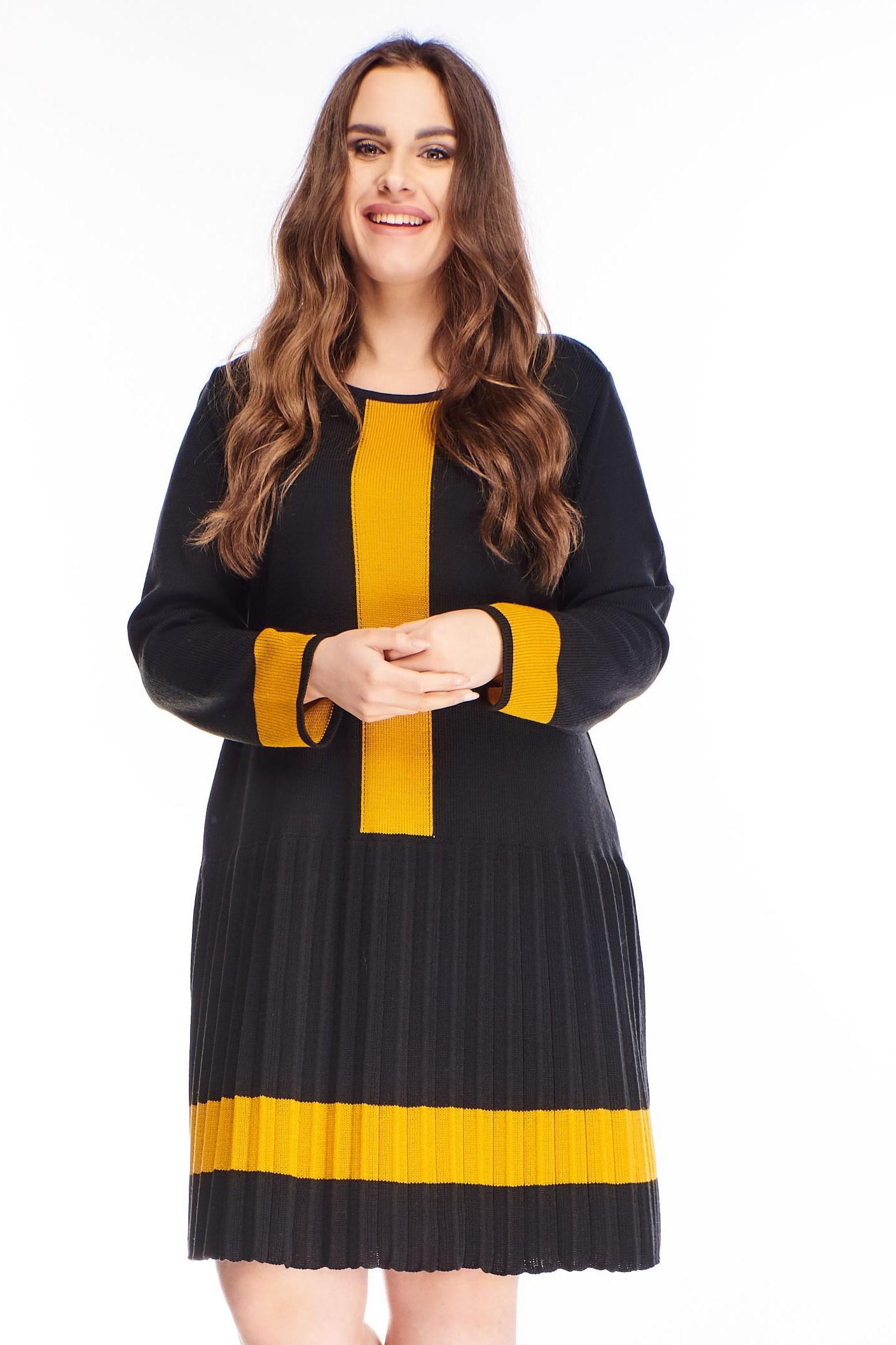 Polodlhé čierne svetrové šaty - M