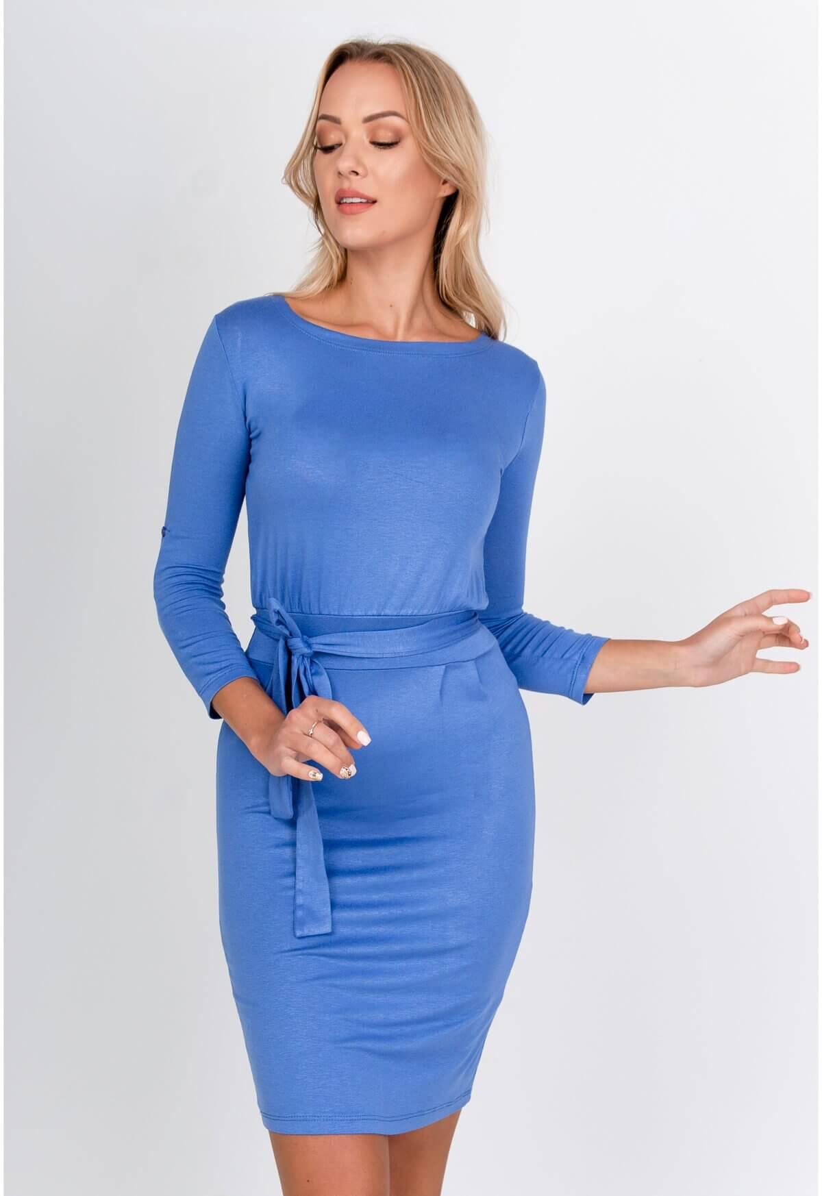 Polodlhé modré púzdrové šaty s opaskom