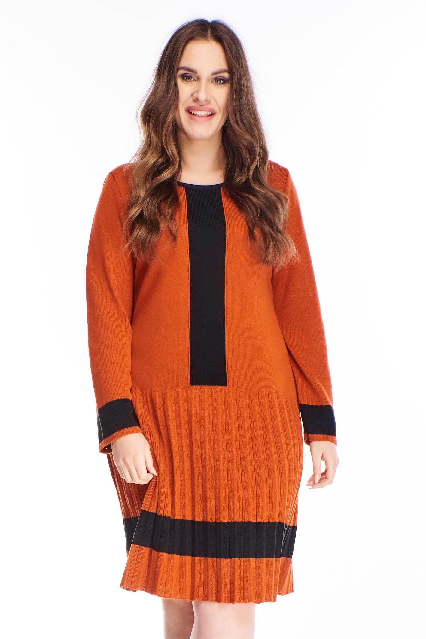 Polodlhé oranžové svetrové šaty - M