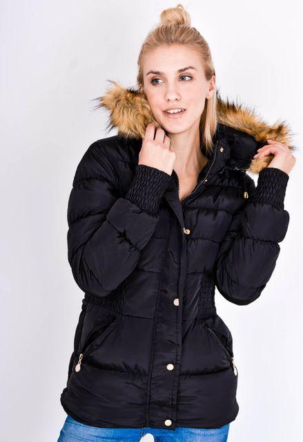 Prešívaná čierna bunda s kapucňou