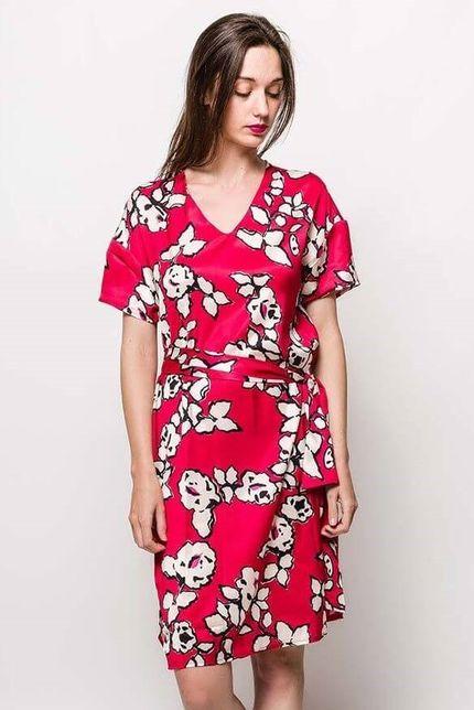 575e60e076d3 Červené midi šaty s kvetinovým vzorom - ROUZIT.SK