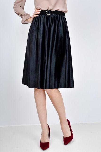 Čierna plisovaná midi sukňa
