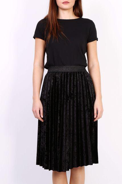 Čierna plisovaná stredne dlhá sukňa