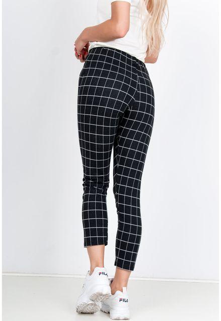 Čierne nohavice s kockovaným vzorom