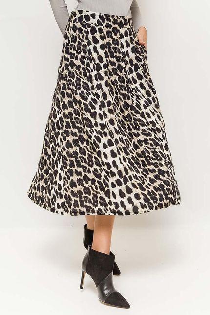 Dlhá biela sukňa s leopardím vzorom