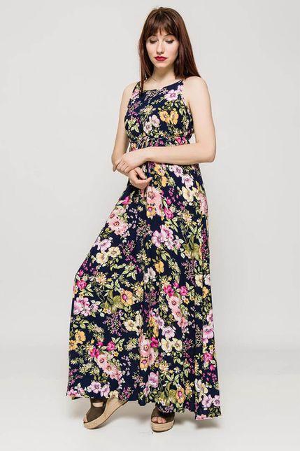 c5b0b9a016 Dlhé tmavomodré kvetované šaty na ramienka - ROUZIT.SK