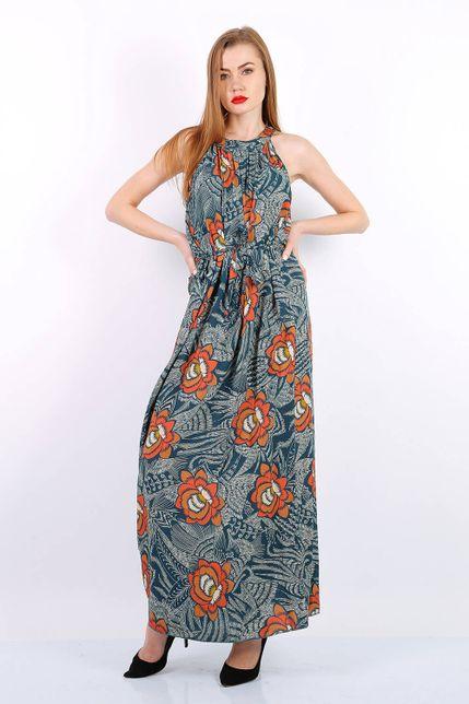 Dlhé tmavomodré kvetované letné šaty